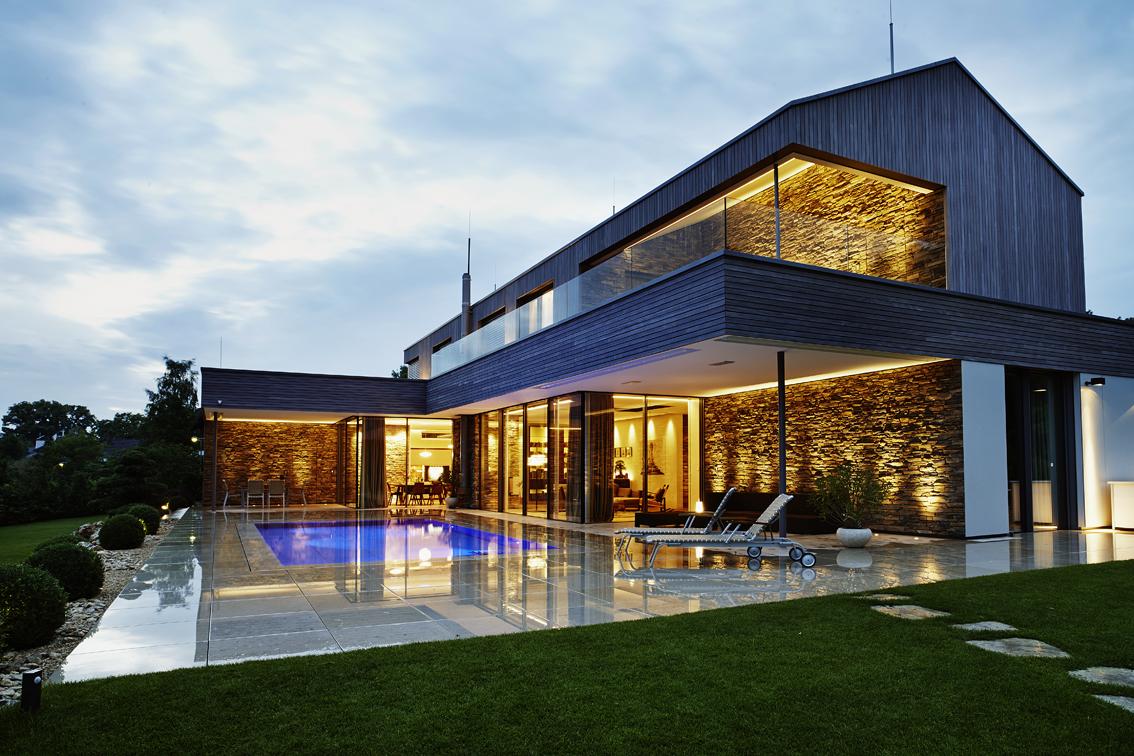 einfamilienhaus mit schwimmbad eckert kollegen. Black Bedroom Furniture Sets. Home Design Ideas